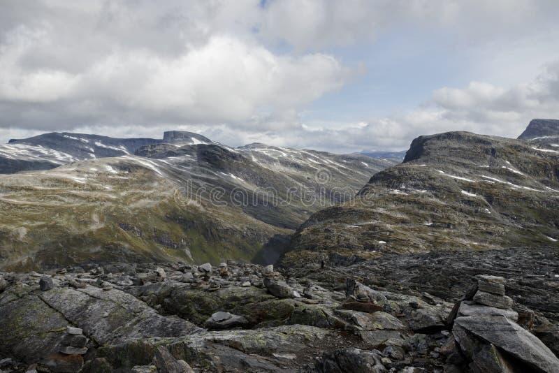 Взгляд от горы Dalsnibba к каменной тундре стоковое фото rf