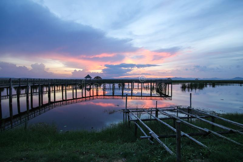 взгляд от деревянного моста на национальном парке yod roi Khao sam, Prachuap Khiri Khan, Таиланде стоковое фото