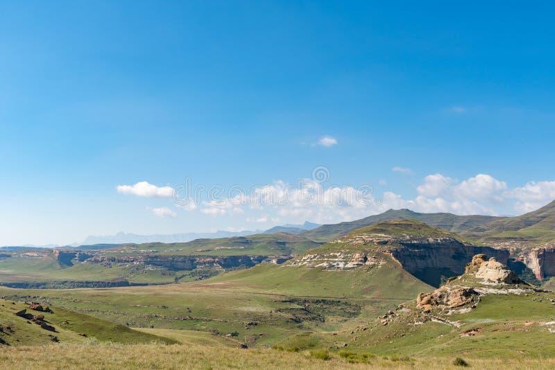 Взгляд от золотого строба с амфитеатром в visib Drakensberg стоковое фото