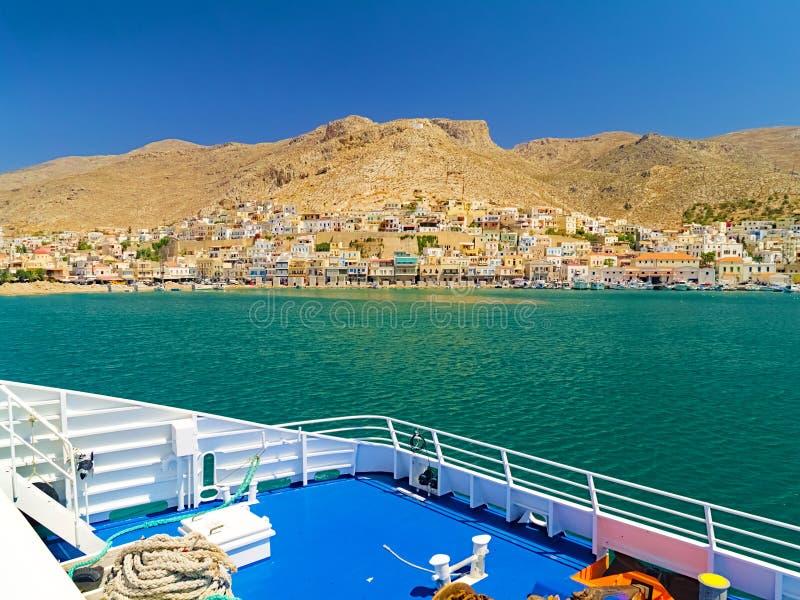 Взгляд от корабля причаливая порту Leros стоковое изображение rf