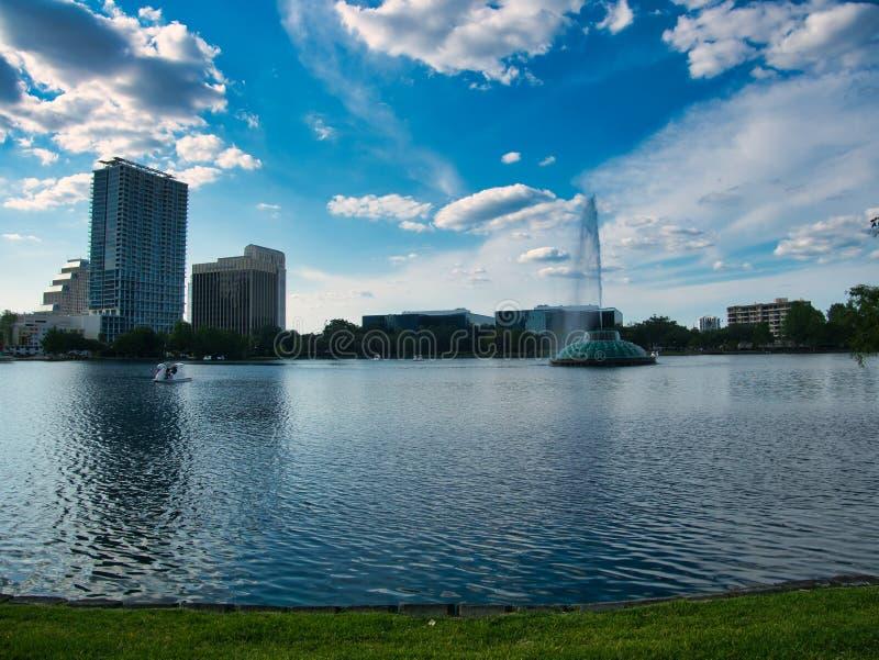 Взгляд от края озера стоковое изображение
