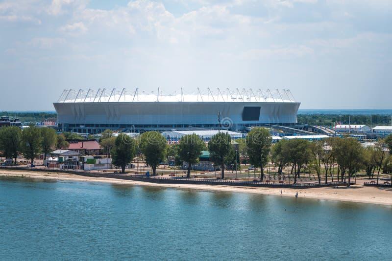 Взгляд от моста к стадиону арены Ростов и обваловке и левобережному парку стоковое изображение rf