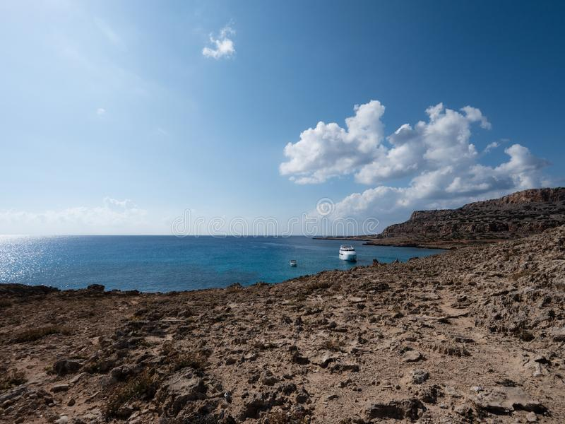 Взгляд от накидки Greco, района Ayia Napa, Кипра стоковое фото