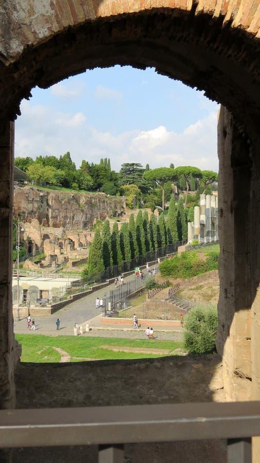 Взгляд от одного из сводов Colosseum, Рим стоковые изображения rf