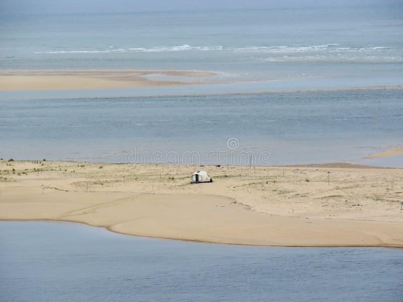 Взгляд от саммита Дюны du Pilat к заливу Arcachon, Аквитании, Франции стоковое изображение