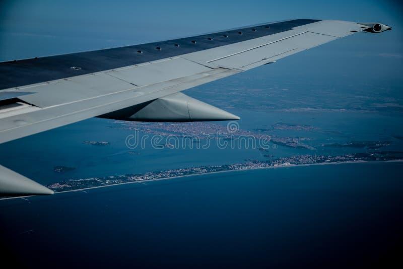 Взгляд от самолета на побережье стоковое изображение rf