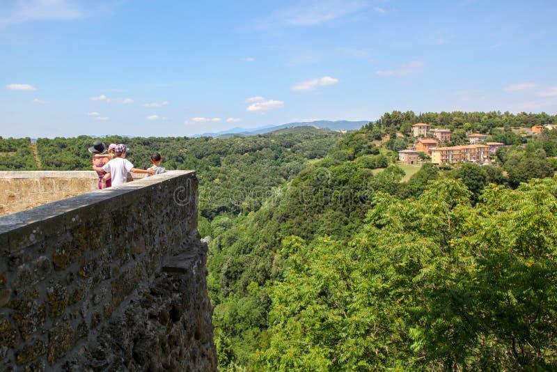 Взгляд от стены старого города Италии стоковое изображение