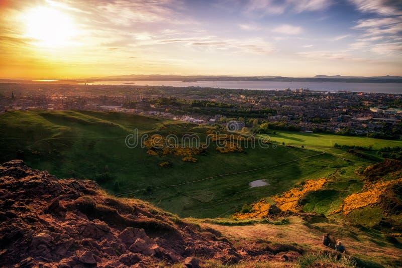 Взгляд от холма Артур над городом Эдинбургом стоковое изображение rf