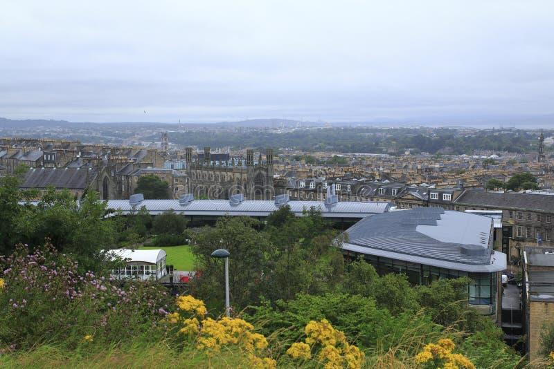 Взгляд от холма Calton над Эдинбургом в Шотландии стоковая фотография