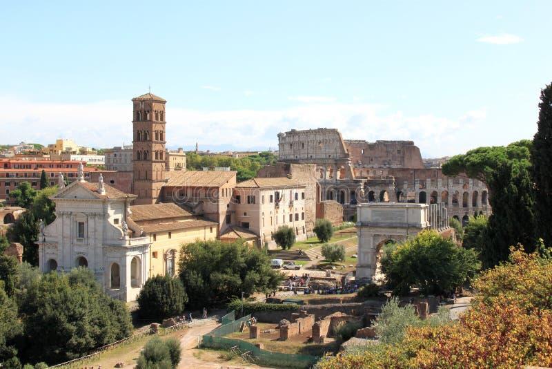 Взгляд от холма Palatine на руинах в Рим, Италии стоковые фото