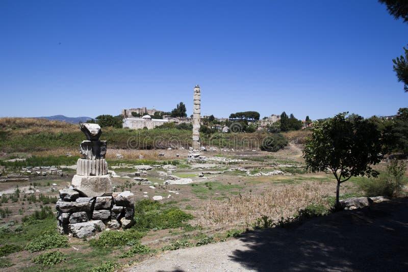 Взгляд от afar к руинам древнего города Ephesus, surr стоковое фото rf