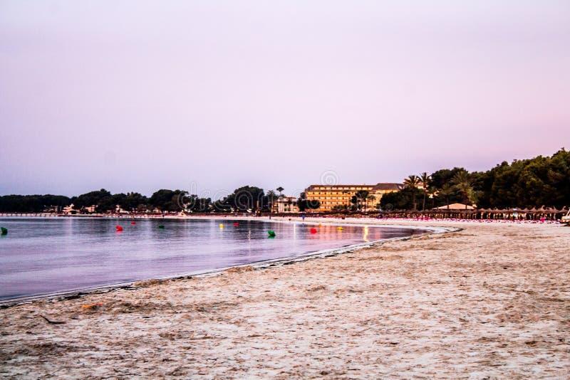 Взгляд от alcudia mallorca пляж mallorca стоковое фото