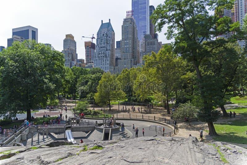 Взгляд от Central Park к окружающим небоскребам Новый y стоковые изображения rf