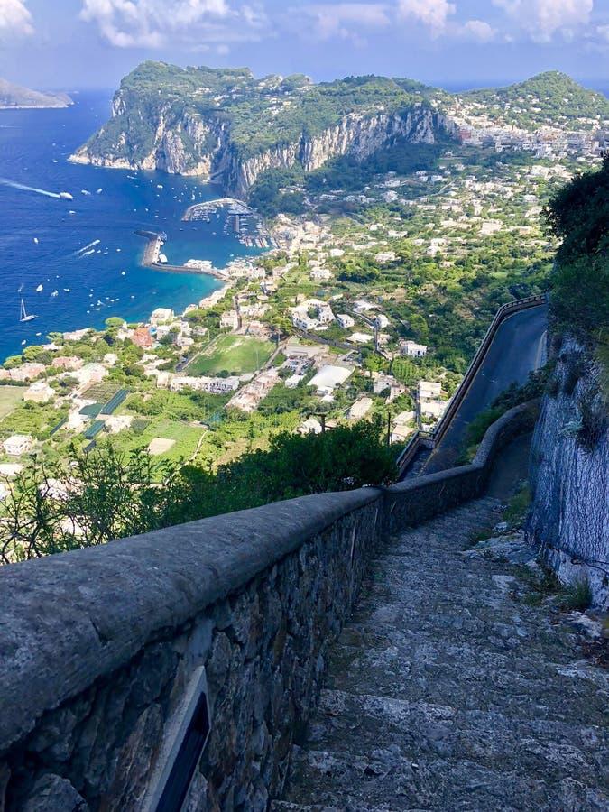 Взгляд от scala Fenicia в Капри стоковое фото