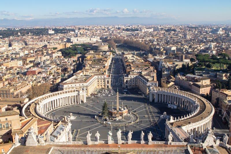 Взгляд панорамы аркады Сан Pietro в государстве Ватикан стоковые изображения rf