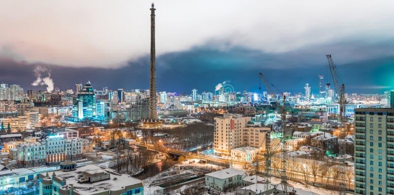 Взгляд панорамы башни ТВ и реки Iset стоковая фотография rf