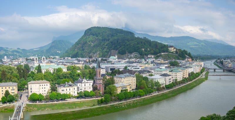 Взгляд панорамы горизонта города Зальцбурга в Зальцбурге, Австрии стоковое фото