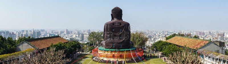Взгляд панорамы городского пейзажа Changhua с задней частью статуи Baguashan большой Будды в Тайване стоковое фото rf