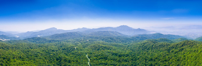 взгляд панорамы на Doi Inthanon самая высокая гора в Чиангмае стоковое фото