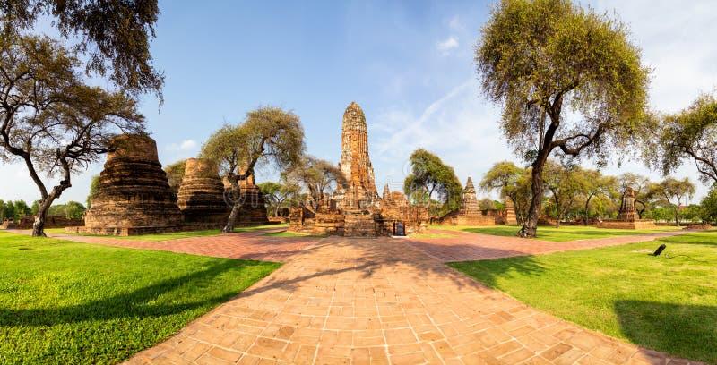 Взгляд панорамы, старые исторические достопримечательности в Ayutthaya, Ram Wat Phra буддийский висок в городе парка Ayutthaya ис стоковые изображения
