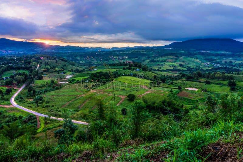 Взгляд пейзажа от точки зрения неправительственной организации животиков-Khian Khao на зоре стоковая фотография rf