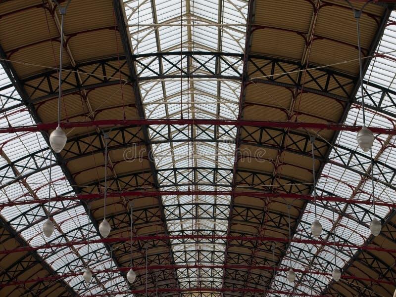 Взгляд перспективы традиционной крыши ` s вокзала стоковая фотография rf