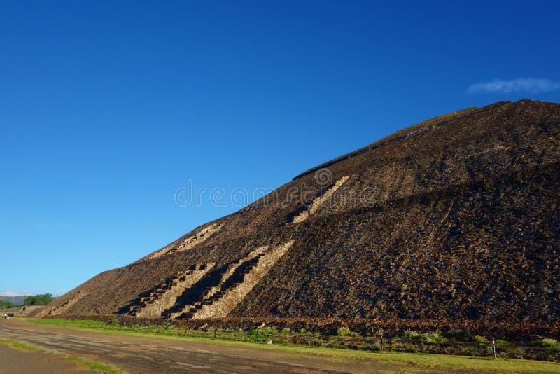 Взгляд пирамид луны в древнем городе Teotihuacan - Мексике стоковые фотографии rf