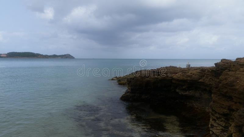 Взгляд пляжа и красивого взгляда неба рано утром стоковое изображение rf