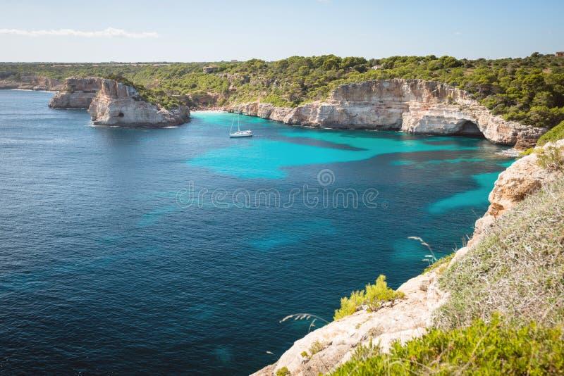 Взгляд пляжа des Moro Calo на Мальорка стоковые изображения rf
