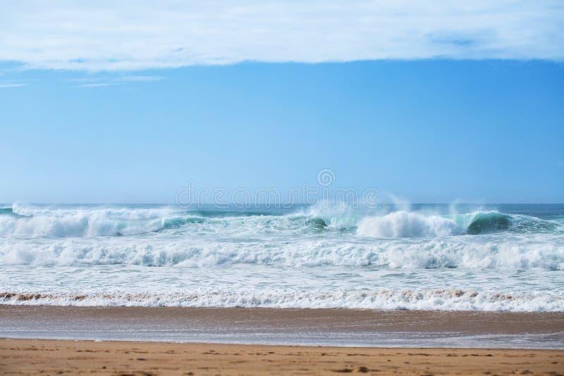 Взгляд пляжа Guincho, Cascais, Португалии стоковая фотография
