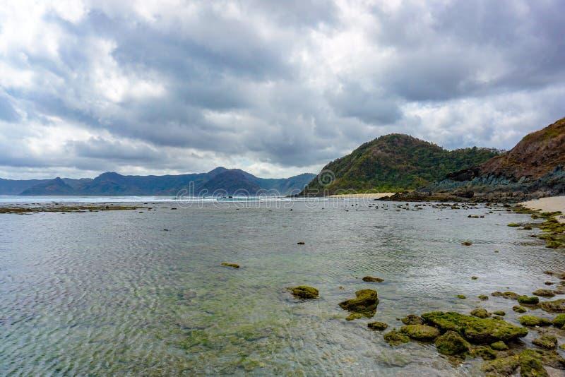 Взгляд пляжа Mawi, острова Lombok, Индонезии стоковые изображения