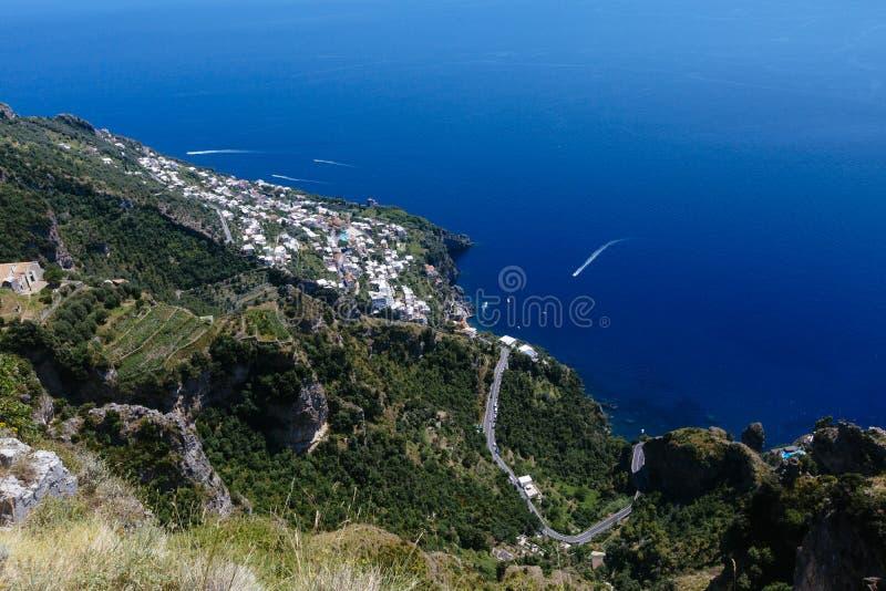 Взгляд побережья Амальфи и городка Praiano стоковое фото rf