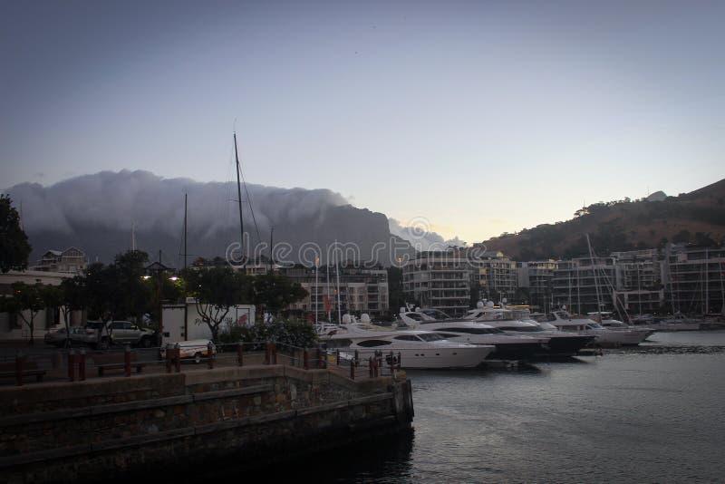 Взгляд портового района Виктории и Альфреда в Кейптауне, Южной Африке стоковое фото rf