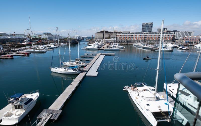 Взгляд портового района V&A, включая новый музей Zeitz Mocaa современного ис стоковые изображения rf
