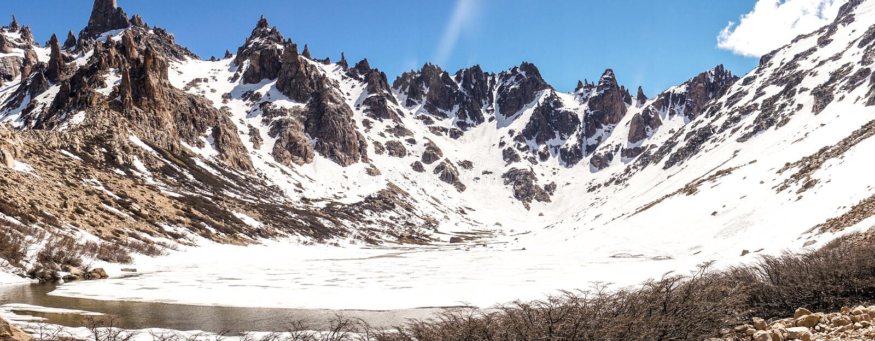 Взгляд похода Refugio Frey гор стоковые фотографии rf