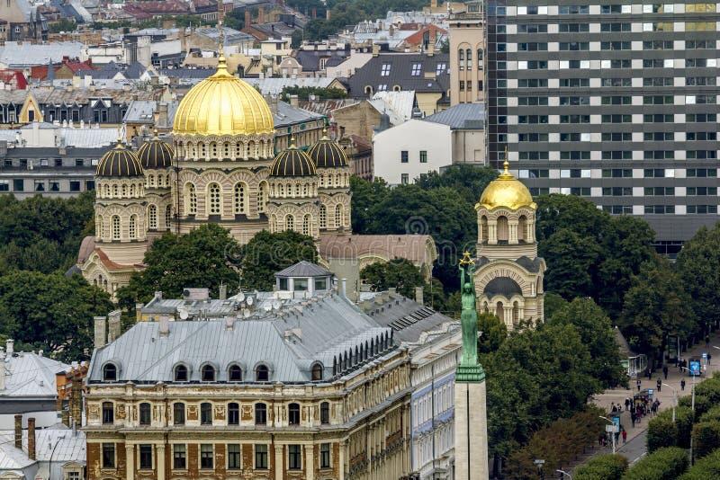 Взгляд правоверного рождества собора Христоса в Риге fr стоковые фотографии rf