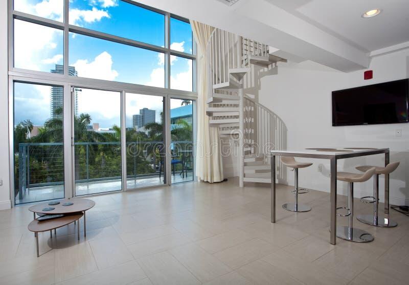 Взгляд просторной квартиры стоковые изображения