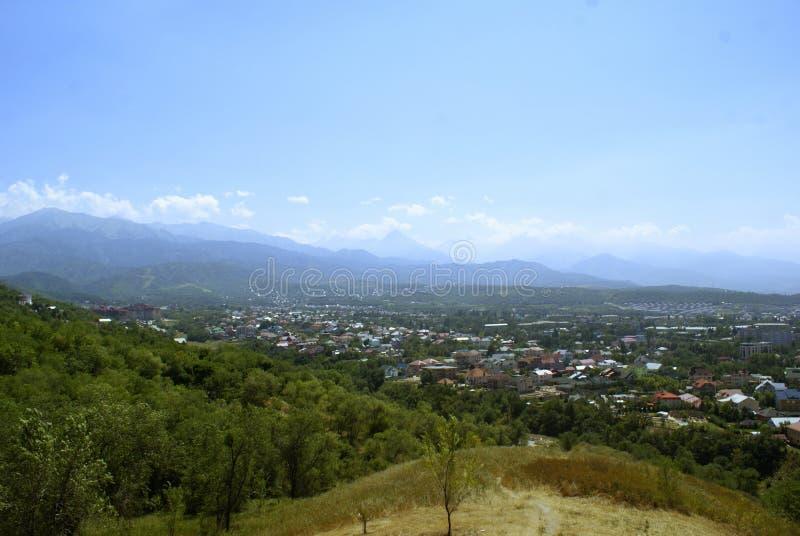 Взгляд района города Алма-Ата стоковое изображение