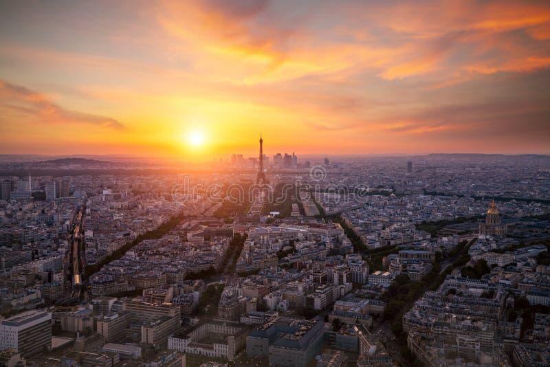 Взгляд района обороны Эйфелевой башни и Ла в Париже стоковое фото