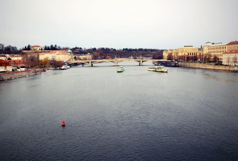 Взгляд реки Влтавы в Праге стоковое фото rf