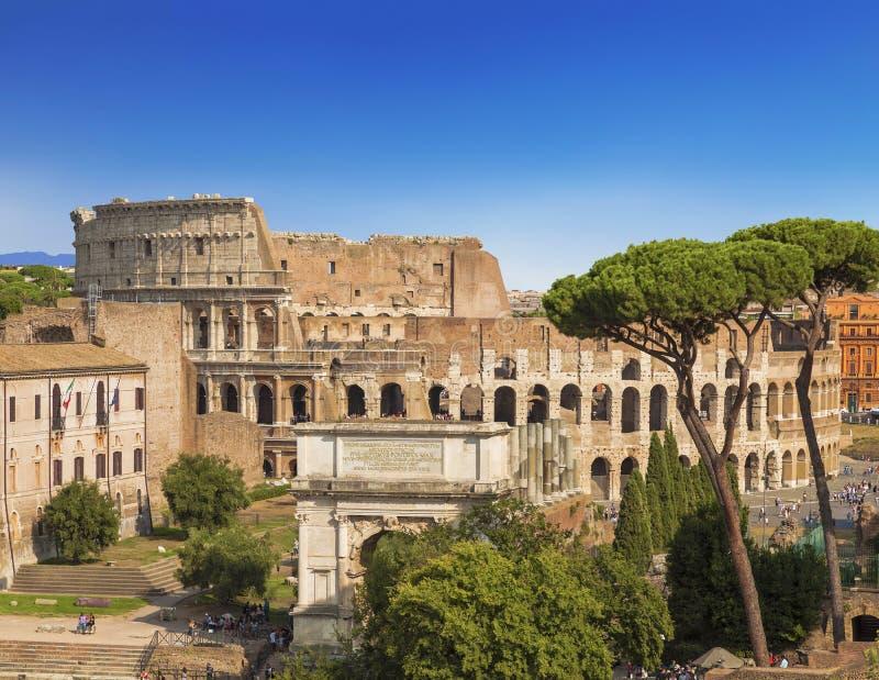 Взгляд римского форума, свода Titus, Colosseum, Rom стоковая фотография rf
