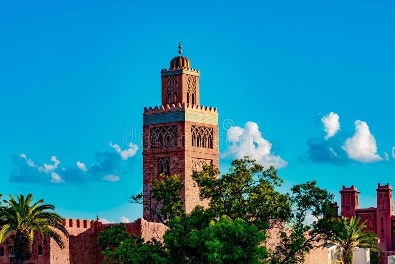 Взгляд сверху африканской башни стиля в павильоне Марокко на Epcot в мире Уолт Дисней стоковое фото rf