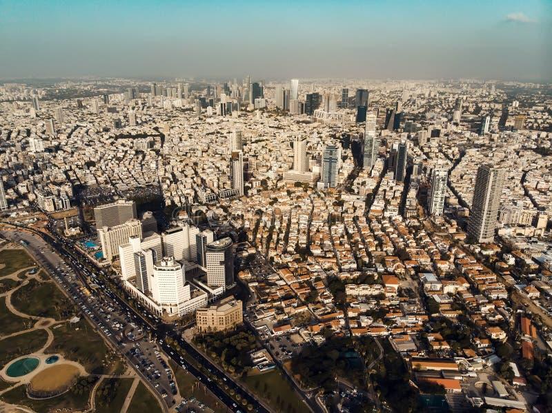 Взгляд сверху высокорослых небоскребов города Aviv-the телефона прибрежного панорамного вида Израиля на Ближнем Востоке крыш  стоковые фотографии rf