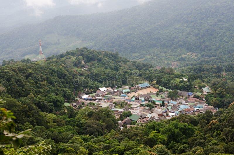 Взгляд сверху гор Doi Pui горного села в chiangmai Таиланде стоковое фото