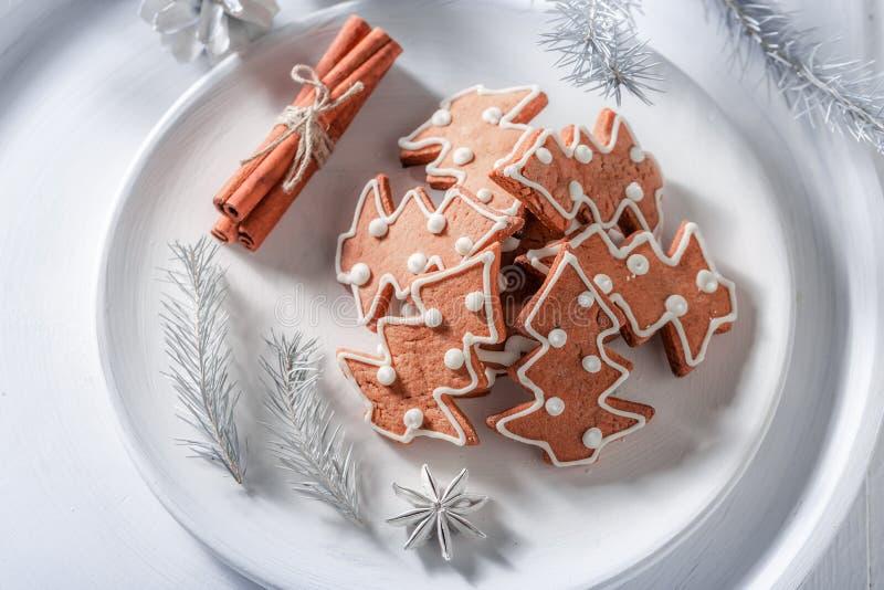 Взгляд сверху домодельных печений пряника для рождества стоковые изображения
