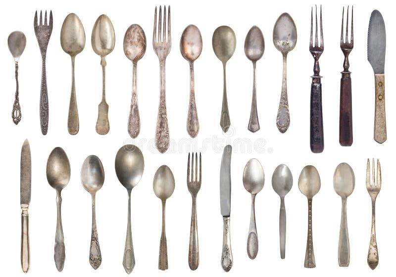 Взгляд сверху красивых винтажных серебряных ножей, ложек и вилок изолированных на белой предпосылке silverware стоковое фото rf