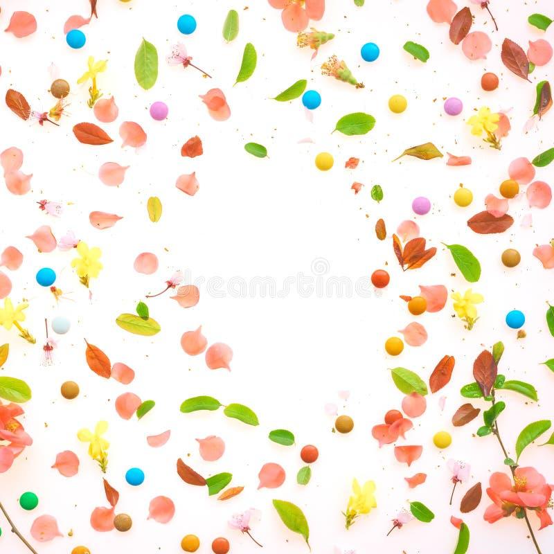 Взгляд сверху красочной предпосылки весеннего времени плоский положенный стоковые фотографии rf