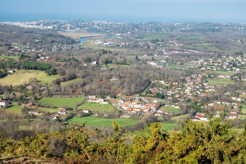 Взгляд сверху на красивом ландшафте на атлантической береговой линии в Баскония, Франции стоковые изображения rf