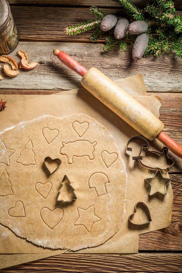 Взгляд сверху подготовки для печь печений пряника для рождества стоковое фото