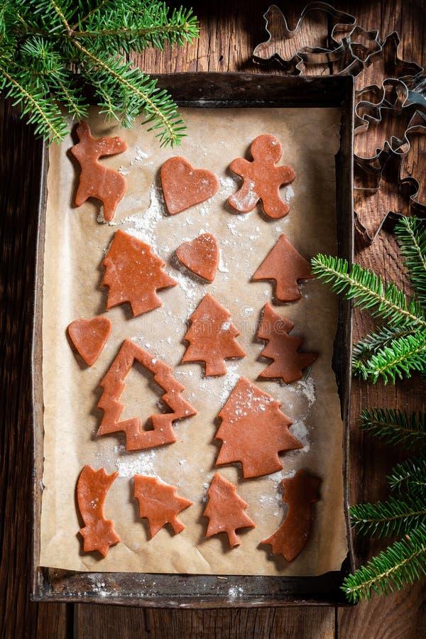 Взгляд сверху подготовки для печь печений пряника рождества стоковые изображения
